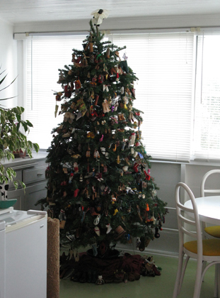 Christmas Shoe Tree.A Shoe Fetish For The Holidays Liberated Spaces Blog